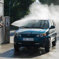 Painepesurilla auton pesu sujuu nopeasti ja vaivattomasti